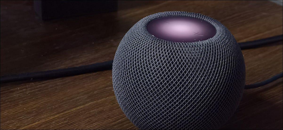 Apple HomePod Mini con controles táctiles visibles visibles