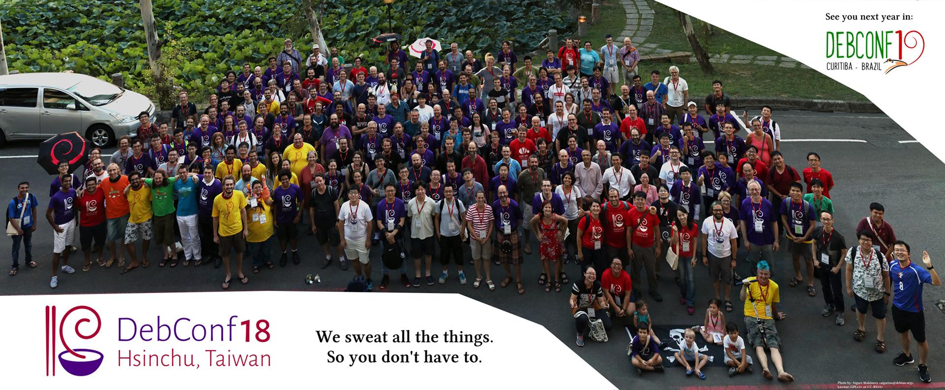 Foto de grupo de la DebConf18 - haz clic para ampliar