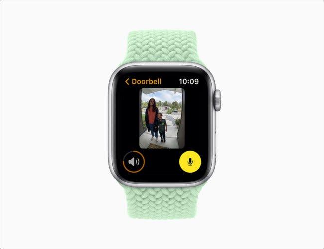 Apple Watch que muestra una vista de cámara en watchOS 8.