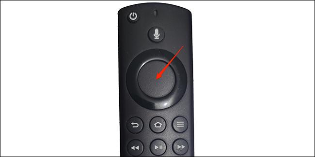 Presiona el botón dentro del anillo en el control remoto de Fire TV.