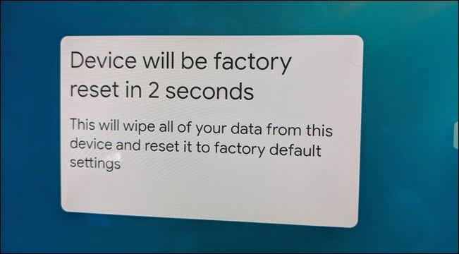 Un mensaje emergente de restablecimiento de fábrica en Nest Hub