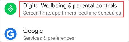 """Desplácese hacia abajo y seleccione """"Bienestar digital y controles parentales."""""""