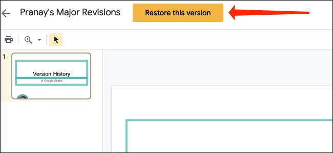 """Haciendo clic en el amarillo """"Restaurar esta versión"""" en la parte superior de la página en Presentaciones de Google, junto al nombre del archivo."""