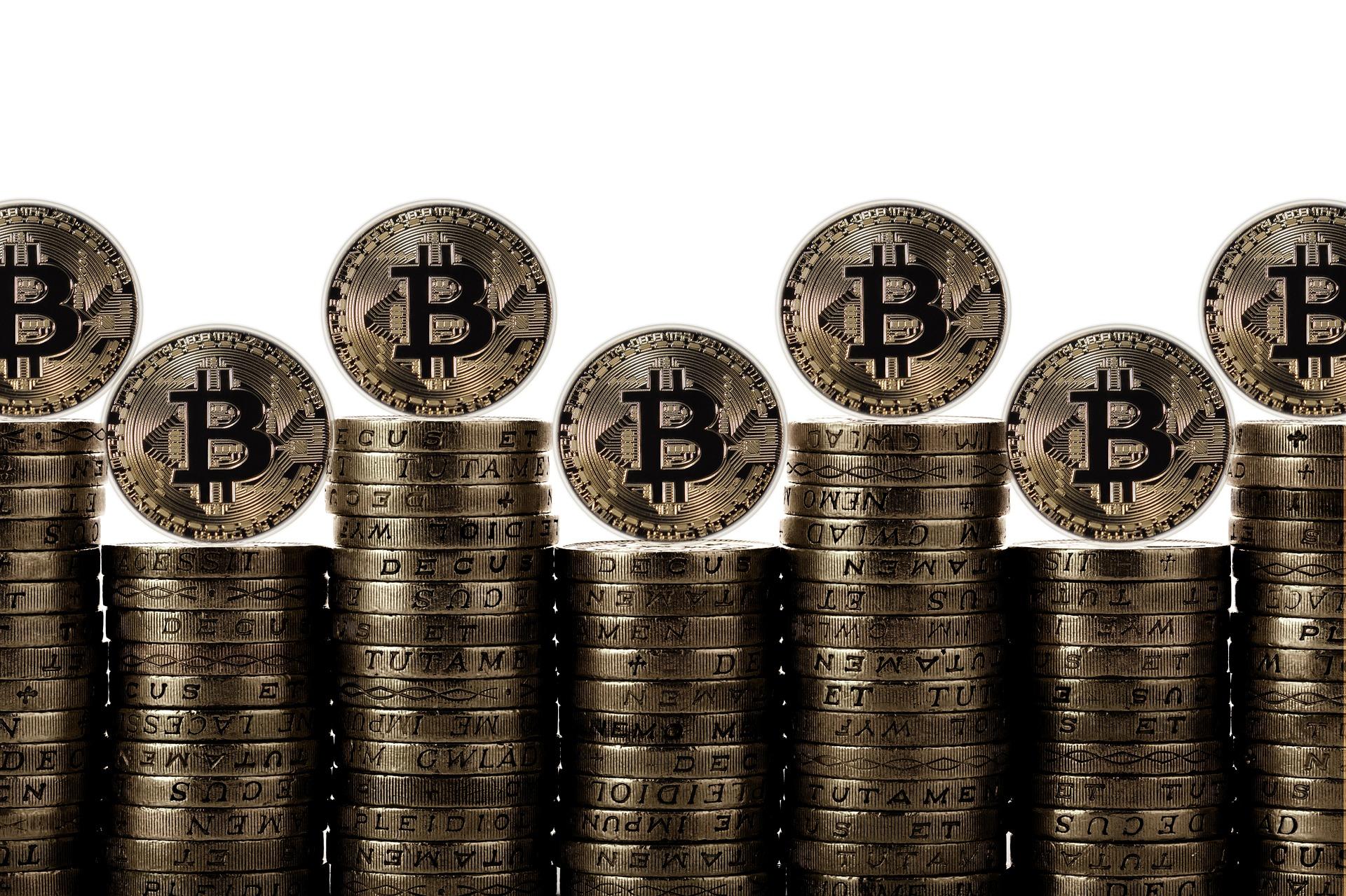 Bitcoin ve salidas en medio de entradas para Ethereum, Cardano, XRP