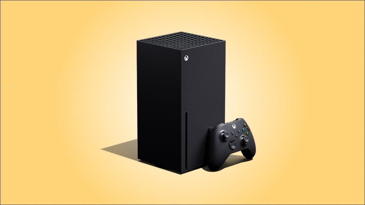 Xbox Series X sobre un fondo amarillo.