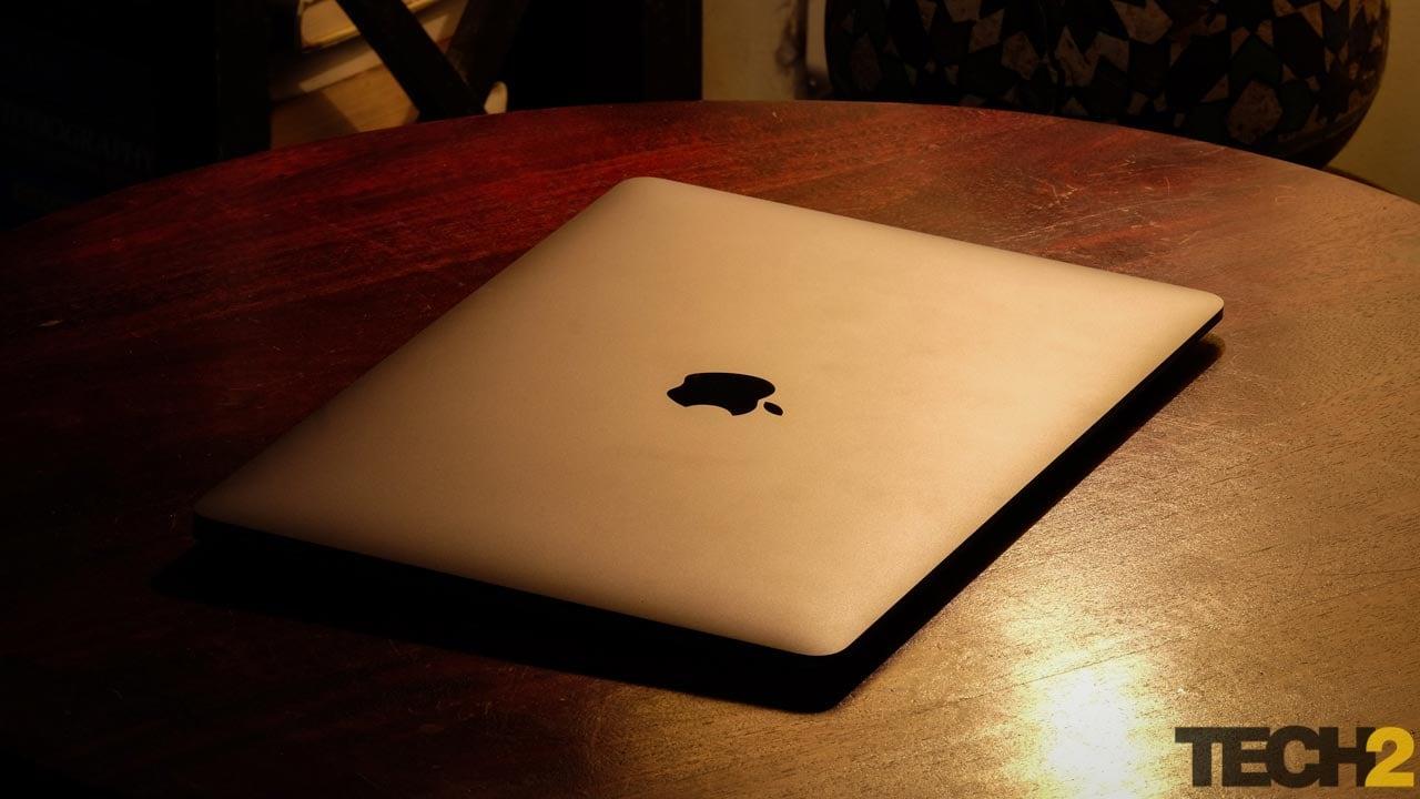 Apple MacBook Air se muestra solo con fines de representación.
