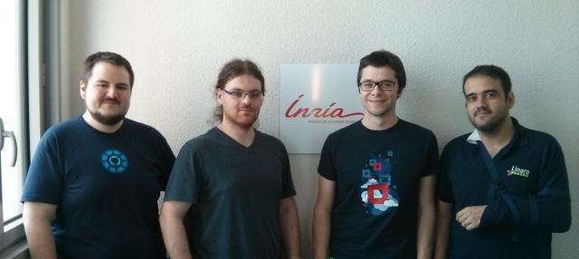Foto de grupo de los participantes del sprint.  De izquierda a derecha: Christian Hofstaedtler, Tomasz Nitecki, Sebastien Badia y Antonio Terceiro