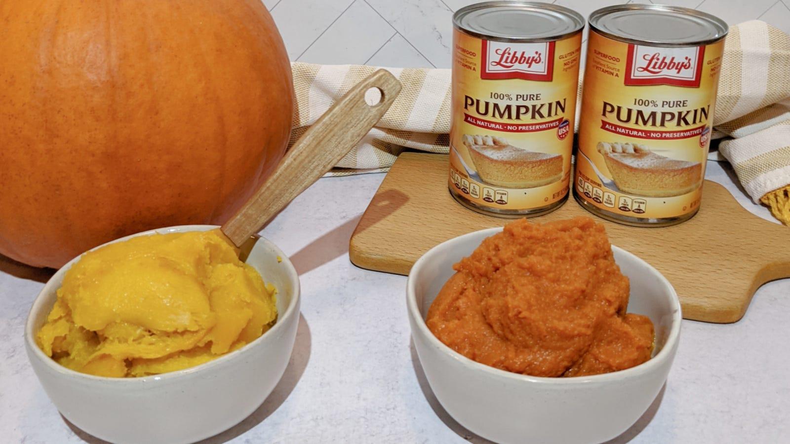 Una imagen que muestra las diferencias notables entre la calabaza enlatada y la calabaza asada y purreada en casa.