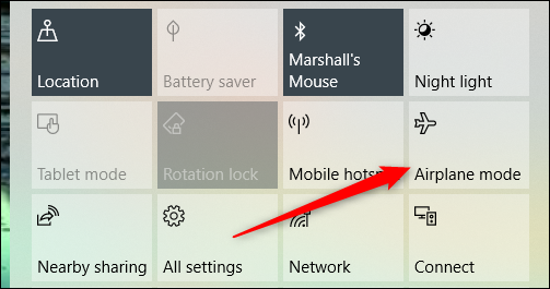 Haz clic en Modo avión en el menú de notificaciones.
