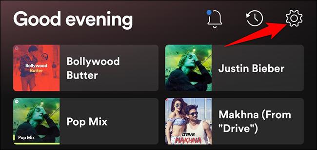 """Seleccione """"Ajustes"""" sobre el """"Hogar"""" pantalla en Spotify en el móvil."""